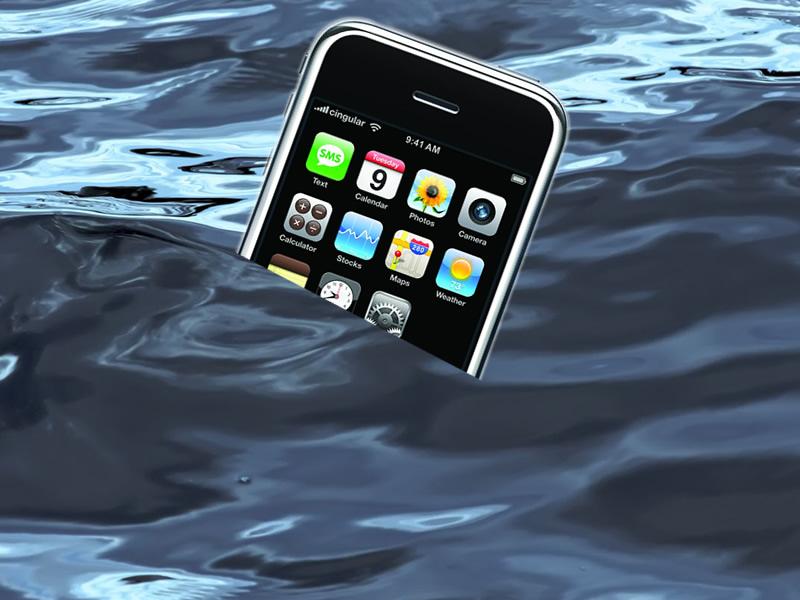 Help, je toestel in het water!